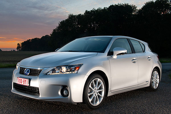 2013 Lexus CT200h Review