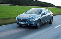2016-s60-driving