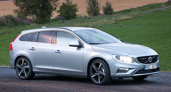 2017 Volvo V60 - NewCarTestDrive