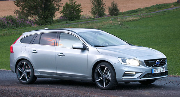 2018 Volvo V60 - NewCarTestDrive